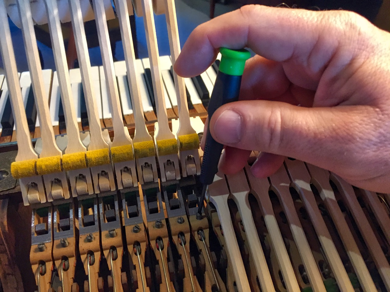 photo showing how to adjust repetition level spring tension